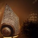 Érdekes formájú Kerámia éjjeli lámpa,hangulatfény, Otthon, lakberendezés, Lámpa, Asztali lámpa, Hangulatlámpa, Kerámia,  ,LÁMPA AMI HANGULATOT TEREMT' Fehér agyagból készült éjjeli lámpa,hangulat fény.28 cm magas.Kb 1,5..., Meska