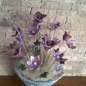 Lila kerámia virág kompozíció, Otthon, lakberendezés, Kaspó, virágtartó, váza, korsó, cserép, Kerámia, Kézzel készült mázas virágok és kézi korongozású egyedi váza.A kompozíció 40 cm magas 17 db 3-5 cm-..., Meska