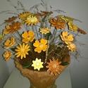 Virágos Réten Sétálva  Kerámia Virágok Vázával, Otthon, lakberendezés, Kaspó, virágtartó, váza, korsó, cserép, Kerámia, Virágkötés, Fehér agyagból aprólékos kézi munkával készített mázas kerámia virágok festett drótszáron.A váza sz..., Meska