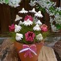 Kedves Tulipános Kerámia Virág Kompozíció, Dekoráció, Otthon, lakberendezés, Dísz, Kaspó, virágtartó, váza, korsó, cserép, Kerámia, Virágkötés, MAMÁNAK,ANYÁNAK,KERESZT ANYÁNAK, NEKED? Fehér agyagból aprólékos kézi munkával készült mázas színes..., Meska