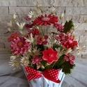 A  Piros Bája  Kerámia Virágok  Mázas Kaspóban, Otthon, lakberendezés, Kaspó, virágtartó, váza, korsó, cserép, Kerámia, Virágkötés, Kézzel készített mázas kerámia virágok festett drót száron , antikolt  kaspóban, száraz virággal ki..., Meska