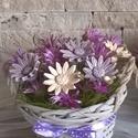Kerámia Virág Kompozíció Kosárkában, Dekoráció, Otthon, lakberendezés, Dísz, Kaspó, virágtartó, váza, korsó, cserép, Kerámia, Virágkötés,  Fehér agyagból aprólékos kézi munkával készült kis mázas  virágok  szárított virággal kiegészítve ..., Meska