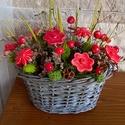 Kis Piros Bogyós Krerámia Virágos Asztaldísz, Dekoráció, Otthon, lakberendezés, Kaspó, virágtartó, váza, korsó, cserép, Kerámia, Virágkötés, Fehér agyagból aprólékos kézi munkával készítettem ezeket a mázas kerámia virágokat és bogyókat mel..., Meska