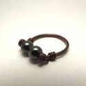 Hematit gyűrű, Ékszer, óra, Gyűrű, 6 mm átmérőjű szabályos gömb alakú hematit ásványgyöngyök díszítik ezt az egyszerű, antikolt gyűrűt...., Meska