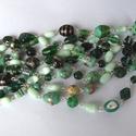 Zöld Tündérkert nyaklánc, Ékszer, óra, Fülbevaló, Nyaklánc, Ékszerkészítés, Fémmegmunkálás, Válogatott zöld lámpagyöngyök és macskaszemes üveggyöngyök ékesítik ezt a 135 cm hosszú nyakláncot...., Meska