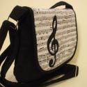 Mi muzsikus lelkek - bársony táska, Táska, Válltáska, oldaltáska, Patchwork, foltvarrás, Fekete kordbársony táska, melynek áthajtóját zenei motívumok díszítik.  Vállpántja állítható,belső ..., Meska
