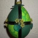 Zöld tojás, Dekoráció, Húsvéti apróságok, Ünnepi dekoráció, Mindenmás, Patchwork, foltvarrás, 10x18 cm-es hungarocell tojást vontam be textillel. Selyem szalaggal és akril virággal, levéllel dí..., Meska