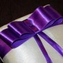 Lila masnis, csipkés ekrü gyűrűpárna - nagy, új, , Dekoráció, Esküvő, Gyűrűpárna, Varrás, Mindenmás, Elegáns, sötét lila szatén szalagokból készült masnival díszített gyűrűpárna ekrü színű szatén sely..., Meska