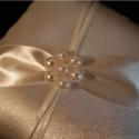 Gyöngyvirág  gyűrűpárna, Ruha, divat, cipő, Esküvő, Női ruha, Gyűrűpárna, Varrás, Gyöngyfűzés, A nagy nap legszebb kiegészítője lesz ez a gyönyörű, új, ekrü szatén selyem gyűrűpárna, széles szat..., Meska