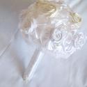 Szatén rózsás örök csokor gyöngy fűzérrel, Esküvő, Esküvői csokor, Varrás, A csokor kézzel készült szatén rózsákból készült, amelyek szatén fodorral valamint apró tekla gyöng..., Meska