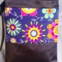 Peppy petals textilbőr táska, Táska, Baba-mama-gyerek, Ruha, divat, cipő, Varrás, Ezzel a gyönyörű, tengerészkék alapon színes virág mintás pamutvászon betéttel készült ez a textilb..., Meska