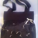 Fekete hímzett táska AKCIÓ!!Részletek boltom oldalán!!, Táska, Ruha, divat, cipő, Válltáska, oldaltáska, Varrás, Fekete vászonból készült ez a táska,eleje hímzett betétet kapott díszitésnek.Erős,strapabíró.Bélése..., Meska
