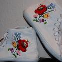 Egyedi kézzel hímzett kalocsai tornacipő 37, Ruha, divat, cipő, Cipő, papucs, Hímzés, Egyedi kézzel hímzett kalocsai tornacipő., Meska