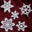 Hópehely 9db, Ékszer, óra, Otthon, lakberendezés, Dekoráció, Ünnepi dekoráció, Horgolás, Horgolt hócsillagok. Az ár, 9db-ra vonatkozik.  Karácsonyfára vagy egyéb dekorációnak.  Alkalmazásu..., Meska