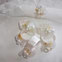Hófehér bimbók-szalvétagyűrű, Dekoráció, Esküvő, Mindenmás, Ünnepi dekoráció, Virágkötés, Mindenmás,  Teljesen kézzel készült!   Csodálatosan szép fehér szalaggal tekertem be a szalvétagyűrű alapomat...., Meska