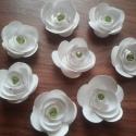 Papírvirágocskák 2, Dekoráció, Esküvő, Ünnepi dekoráció, Dísz, Papírművészet, Ezeket a virágocskákat hófehér, csillogó kartonból készítettem, közepébe gyöngyöt helyeztem, melyne..., Meska