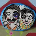 Gabriel Garcia Márquez és Mario Vargas Llosa kitűző, Ékszer, óra, Képzőművészet , Bross, kitűző, Illusztráció, Festett tárgyak, Gyurma, Levegőre száradó gyurmából készült, egyedi, kézzel festett kitűző, a híres barátságok és/vagy kocsm..., Meska