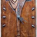 Krisztus - Faragott falióra, Dekoráció, Képzőművészet, Dísz, Famegmunkálás, Mindenmás, 14,5 x 28,5 cm. Domború faragási technikával készült. Alapanyaga: diófa, felületkezelése vizes pác ..., Meska