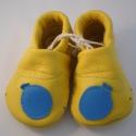 Piloo puhatalpú bőrcipő lufis mintával, Baba-mama-gyerek, Ruha, divat, cipő, Baba-mama kellék, Cipő, papucs, Bőrművesség, Varrás, Puha bőrből készült ez a cipőcske, felső részét lufi díszíti.  Alapszín sárga,barna vagy világos-/s..., Meska