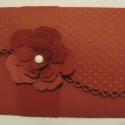 Nászajándékátadó boríték - ajándékkártyával  - díszített belső zsebbel - bordó, Esküvő, Képeslap, album, füzet, Nászajándék, Meghívó, ültetőkártya, köszönőajándék, Papírművészet, (Kérésre az esküvő színeiben is elkészítem.)  Pánttal átfogott, scrapbook kartonból készült ajándék..., Meska
