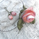 Romantikus rózsaszálak-textilékszer-rózsás szett, Ékszer, óra, Ékszerszett, Fülbevaló, Nyaklánc, Ékszerkészítés, AKCIÓ!!!! Egy áráért kettőt!  Barackos rózsaszín árnyalatú rózsákból egy nagyobbacska került a nyak..., Meska