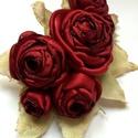Perzselő szerelem - bross  - hajdísz - övdísz, Ékszer, óra, Bross, kitűző, Ékszerkészítés, A bordó tüzes árnyalatában pompáznak, a sokszirmú, élettel teli rózsák, a valóságban az ilyeneket h..., Meska