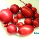 Piros fagolyós nyaklánc IV., Ékszer, óra, Nyaklánc, Ékszerkészítés, Piros viaszolt pamutszálra különböző méretű (a legnagyobb 3 cm, a legkisebb 1 cm-es) piros fagolyók..., Meska