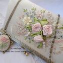 Elegáns,alkalmi, kézitáska,  Esküvőre örömanyának.Púderszínek, pasztell rózsák,ekrü-bézs., Táska, Ékszer, óra, Esküvő, Medál, Varrás, Hímzés, A táska a leggyönyörűbb pasztell színekből készült, egyedi szalaghímzéssel. Púder rózsaszín selyemb..., Meska
