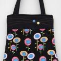 Fekete virágos táska, Táska, Szatyor, Válltáska, oldaltáska, Patchwork, foltvarrás, Varrás, Csodálatos amerikai designer anyagból feketével kombinálva készült ez a táska.   Gombbal, tűzéssel ..., Meska