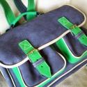 Kék-zöld kombinációból készült klasszikus háti  iskolatáska , Táska, Baba-mama-gyerek, Hátizsák, Bőrművesség, Kisiskolásoknak és örökifjú felnőtteknek!   A táska méretei: 37x27x10  Két csattal záródik, előrészé..., Meska