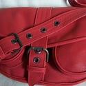 Piros patkó alakú táska marhabőrből, Táska, Válltáska, oldaltáska, Tarisznya, Bőrművesség, Méretei: 31x23x10 Piros színben készített női vagány táska széles fogóval, csatpánttal,  ringlikkel..., Meska