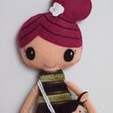 Laila és Lolli, Baba-mama-gyerek, Játék, Baba, babaház, Plüssállat, rongyjáték, Baba-és bábkészítés, Mindenmás, Kb. 39 cm magas, egyedi tervezésű, kézzel varrt, kedves textilbaba csini mini ruhában.Kézzel horgol..., Meska