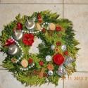 adventi koszorú, Dekoráció, Otthon, lakberendezés, Karácsonyi, adventi apróságok, Karácsonyi dekoráció, Virágkötés, Hagyományos adventi koszorú, átmérője 25 cm. Ezüst-bordó színekkel, élő zölddel lekötve. Rendelésko..., Meska