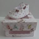 """"""" Első karácsonyomra..."""" - ajándék babacipő dobozban, Képeslap, album, füzet, Ruha, divat, cipő, Ajándékkísérő, Cipő, papucs, Papírművészet, Nagyon sok családban a legnagyobb karácsonyi ajándék egy kis herceg vagy hercegnő érkezése. A babán..., Meska"""