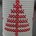 """""""Piros fenyő"""" - hímzett mécsestartó konzervdobozból, Otthon, lakberendezés, Dekoráció, Gyertya, mécses, gyertyatartó, Karácsonyi, adventi apróságok, Fémmegmunkálás, Hímzés, Egyszerű, letisztult és kedves megjelenés.  A termék alapanyaga konzervdoboz. Elkészítése során a f..., Meska"""