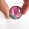 Hímes tulipán - gyűrű telis tele virággal, Ékszer, óra, Gyűrű, Ékszerkészítés, Újrahasznosított alapanyagból készült termékek, Sárgaréz foglalatban több mint 60 éves mentett palóc kendőrészlet hímes virágja, rózsaszín-zöld szí..., Meska