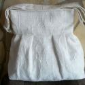Törtfehér táska, Táska, Válltáska, oldaltáska, Varrás, Nagyon szép, vastag, tört fehér szőttes jellegű dupla anyagból varrtam válltáskát, melyet színe miat..., Meska