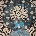 romantikus kopogtató, Dekoráció, Otthon, lakberendezés, Dísz, Mindenmás, romantikus kék színű, ezüst kismadarakkal, rózsákkal , gyöngyökkel díszített kopogtató. Átmérője:27..., Meska
