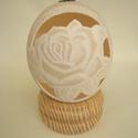 Áttört strucctojás rózsával, Mindenmás, Dekoráció, Ünnepi dekoráció, Húsvéti apróságok, Mindenmás, Az előrajzolt strucctojást gyors fordulatú fúróval gravírozom és áttöröm. A tojás kb.18cm. A tojást..., Meska