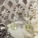 Geona, Ékszer, óra, Ruha, divat, cipő, Fülbevaló, Női ruha, Ékszerkészítés, Fémmegmunkálás, Geona egy romantikus, csipkés mintájú ezüst gömbből, és finom, citromzöld fazettázott gyöngyökből ál..., Meska