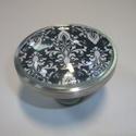 XXL  fogantyú! - barokk, Otthon, lakberendezés, Dekoráció, Bútor, Fogantyú, Gyurma, Üvegművészet, Egyedi tervezésű üveglencsés design fogantyú.   Alapja egyedi tervezésű alumínium, amiben egy kis b..., Meska