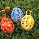 Horgolt húsvéti tojás, Dekoráció, Képzőművészet, Ünnepi dekoráció, Húsvéti apróságok, Horgolás, Kézzel horgolt húsvéti tojás, szalaggal díszítve.  Ára: 450,-Ft/db.  Ára: 1200,-Ft/3db.  Tetszőlege..., Meska