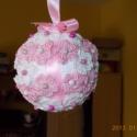 Virágos díszgömb  Rendelhető, Dekoráció, Otthon, lakberendezés, Dísz, Horgolás, 5 cm. átmérőjű hungarocell gömböt rózsaszín és fehér pici, horgolt virágokkal, rózsaszín szalaggal ..., Meska