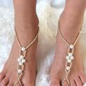 Arany - gyöngy lábékszer, Esküvő, Ékszer, óra, Esküvői ékszer, Bokalánc, Ékszerkészítés, Gyöngyfűzés, Arany üveggyöngyökből és fehér tekla gyöngyökből , készítettem ezt a lábékszert.  Erős, de rugalmas..., Meska