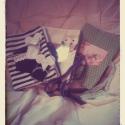 Egy kis egér nagy kalandja-textil könyv , Baba-mama-gyerek, Játék, Baba-mama kellék, Plüssállat, rongyjáték, Baba-és bábkészítés, Varrás, 15x22 cm-es 6 oldalas textilkönyv. Főszereplője, egy 5 cm-es fehér filcből készült egér ujjbáb.  Mi..., Meska