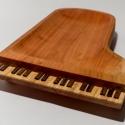 Zongora formájú fatál, Képzőművészet , Konyhafelszerelés, Otthon, lakberendezés, Famegmunkálás, Elkészült a hangszerek sorozat legújabb darabja, a zongora. Mérete 44 x 29 cm. A fatál anyaga vörös..., Meska