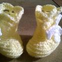 Horgolt sárga kiscipő masnival, Ruha, divat, cipő, Cipő, papucs, Gyerekruha, Baba (0-1év), Puha, halványsárga babafonalból készült elegáns cipőcske pirinyó lánykának. Pocak- és babafotózásra ..., Meska