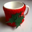 Karácsonyi bögremelegítő, Dekoráció, Konyhafelszerelés, Karácsonyi, adventi apróságok, Karácsonyi dekoráció, Bögre, csésze, Kötés, Varrás, Ez a kis kötött bögremelegítő, tökéletes dekoráció, és remek ajándék is lehet. Puha piros fonalból ..., Meska