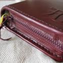 Cipzáras bibliatok monogrammal, Férfiaknak, Mindenmás, Vallási tárgyak, Bőrművesség, A bibliatok a Jeromos társulat által kiadott kisméretű (11x17x4 cm) Bibliára készült, de a papok, s..., Meska