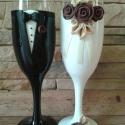 Csoki rózsa  esküvői pohár pár, Esküvő, Nászajándék, Esküvői dekoráció, Gyurma, Egyedi kézzel készített pohár pár. Süthető gyurmát használtam a díszítéshez. Bármilyen színösszeáll..., Meska